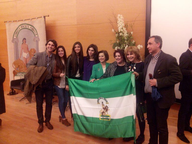 Antonia Aránega recibe la Bandera de Andalucía