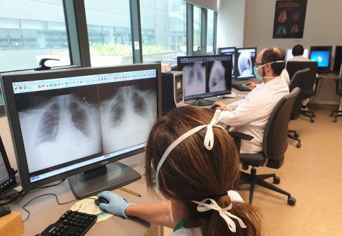 El Hospital Universitario Clínico San Cecilio junto con la Universidad de Granada trabajan en el desarrollo de un modelo de inteligencia artificial capaz de determinar si un paciente tiene coronavirus leyendo su radiografía de tórax